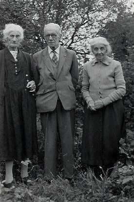 Hubert Baldwin with his two sisters, Ethel Townsend (left) and Amy Johnson (right) 1964   Chris Baldwin