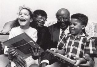 A more recent photograph of Naomi and her late husband William enjoying time with their grandchildren